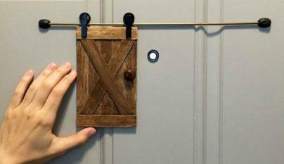 Puerta mirilla DIY1