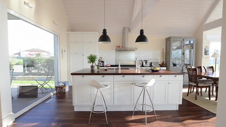 Fotos de cocinas con barra americana for Comedor tipo barra