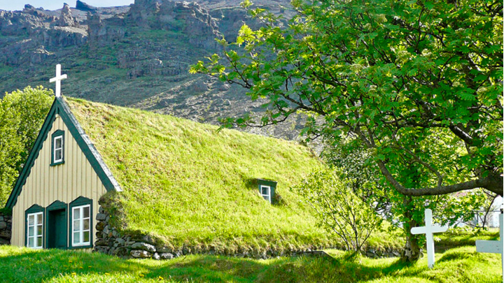 las-impresionantes-casas-cesped-de-islandia