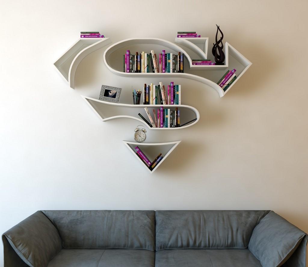 Estanterías inspiradas en logos de superhéroes