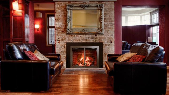 Ideas y consejos para decorar una chimenea - Decoracion de salones con chimenea ...