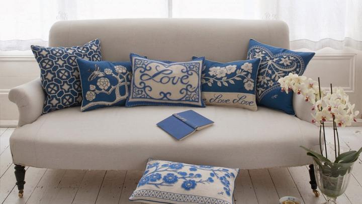 C mo decorar el sof con cojines for Cojines para sofas exterior