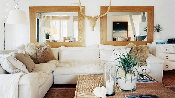 decorar-el-salon-con-un-sofa-blanco