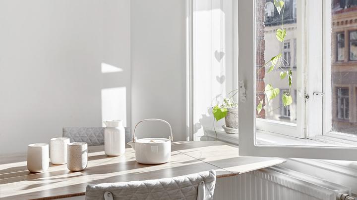 mesa-menaje-cocina-ventana