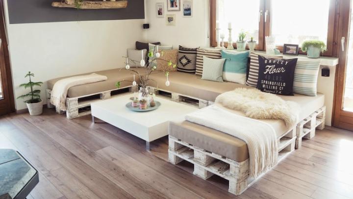 sofa-pales-madera-blanca