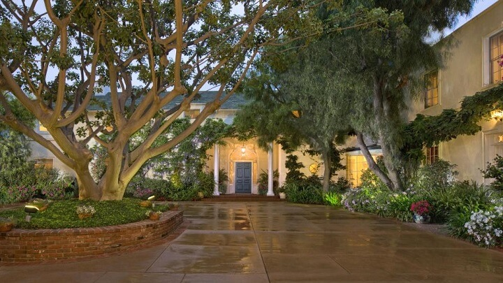 Taylor-Swift-mansion-Beverly-Hills-recibidor