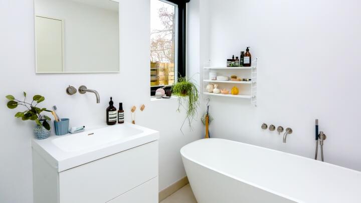 white bathroom 1