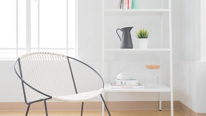 silla-y-estanteria