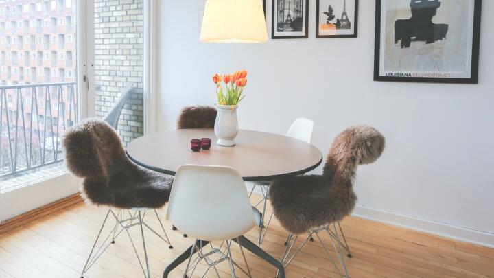 sillas-iconicas-mesa-redonda