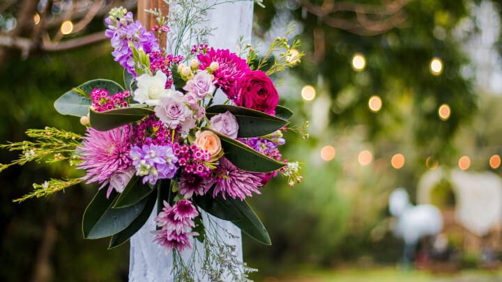flores-en-boda-al-aire-libre
