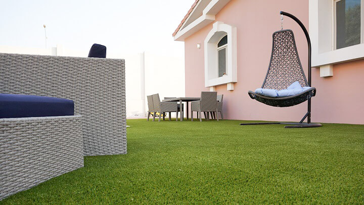 terraza-con-cesped-artificial