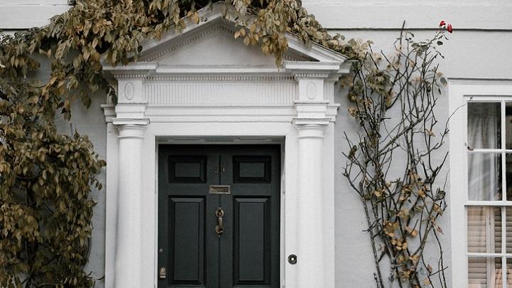 fachada-en-blanco