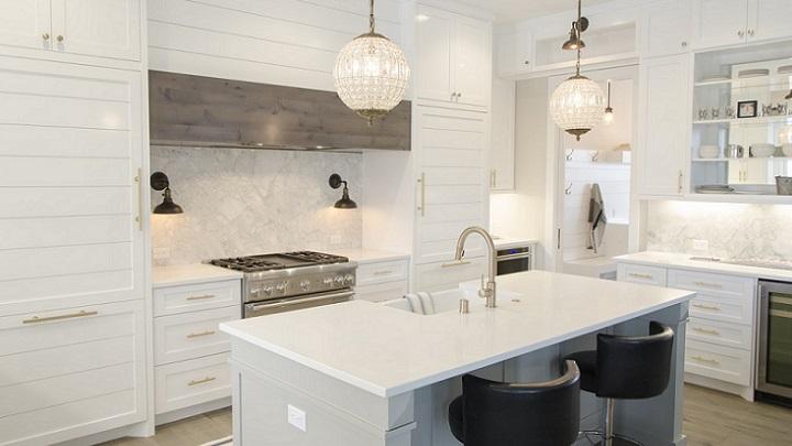 cocina-con-muebles-blancos