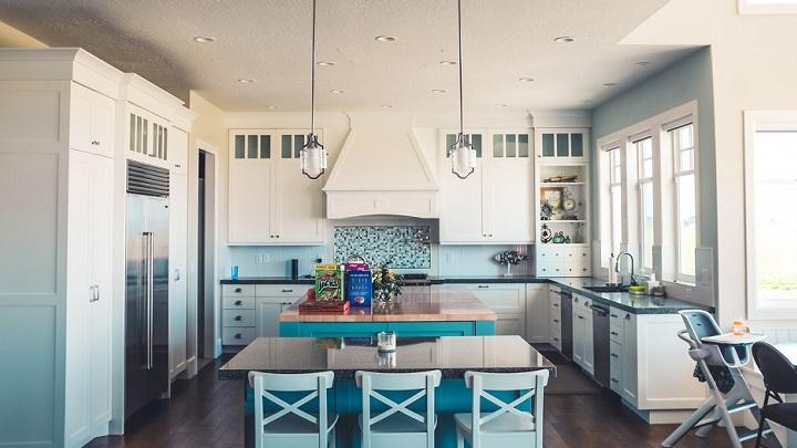 cocina-de-color-blanco-y-azul