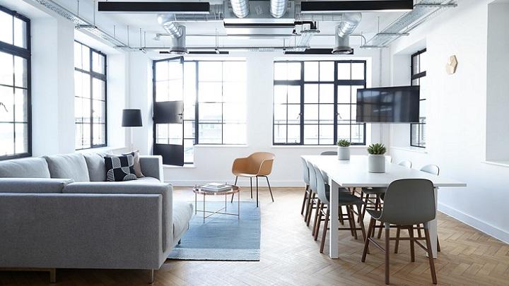 sofa-azul-y-sillas