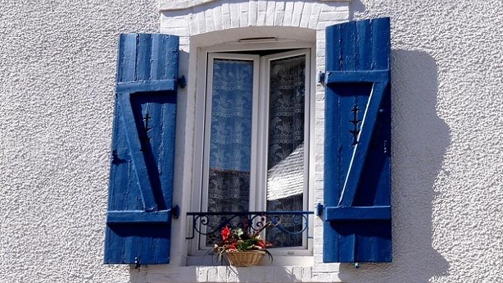 ventana-en-azul