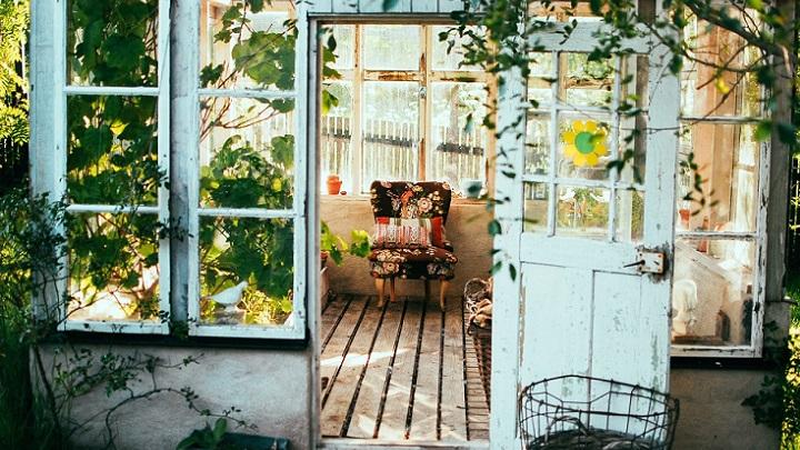 puerta-y-sillon