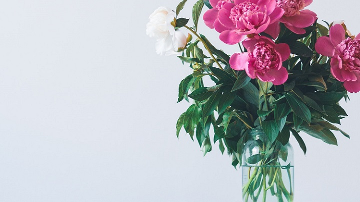 flores-en-la-mesa