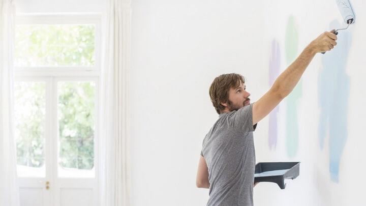 hombre-pintando-una-pared