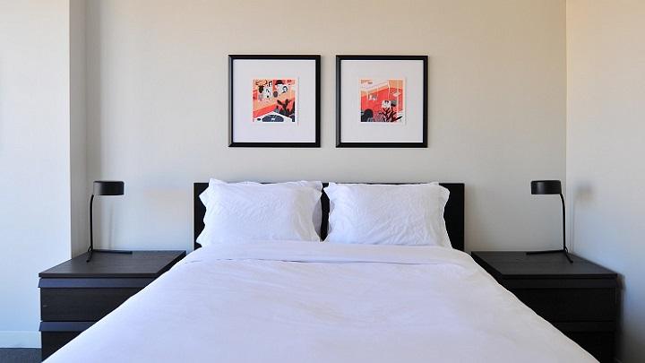 dormitorio-en-blanco-y-negro