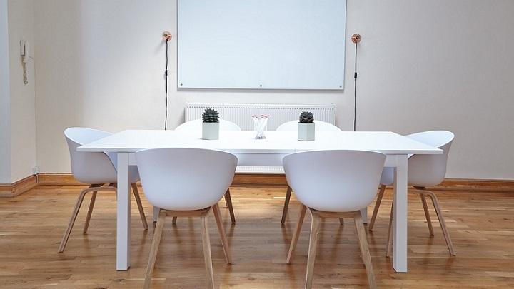 oficina-en-blanco-y-madera
