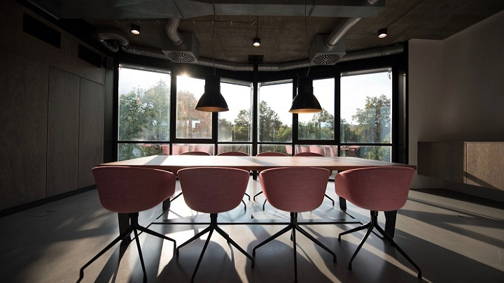 oficina-sillas-rosas