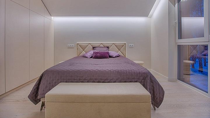 dormitorio-blanco-y-morado