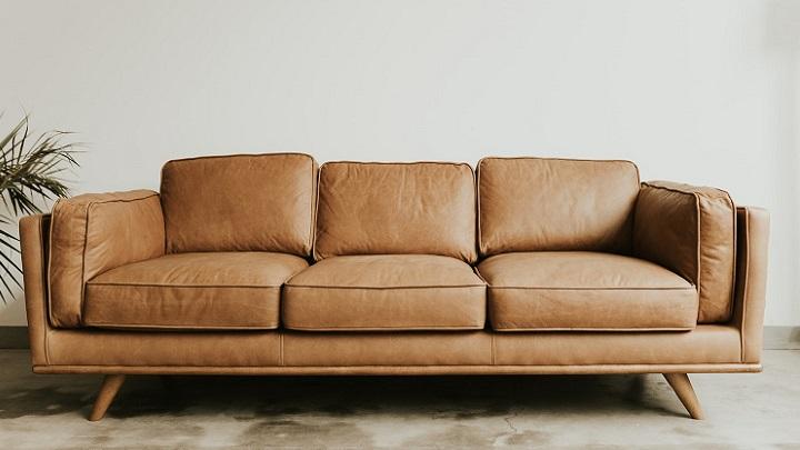 sofa-de-color-marron