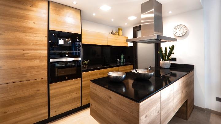 cocina-con-isla-de-madera