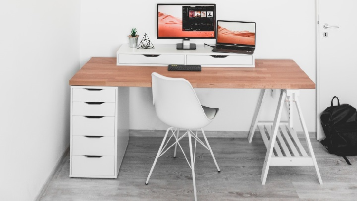 escritorio-con-caballetes-y-cajones