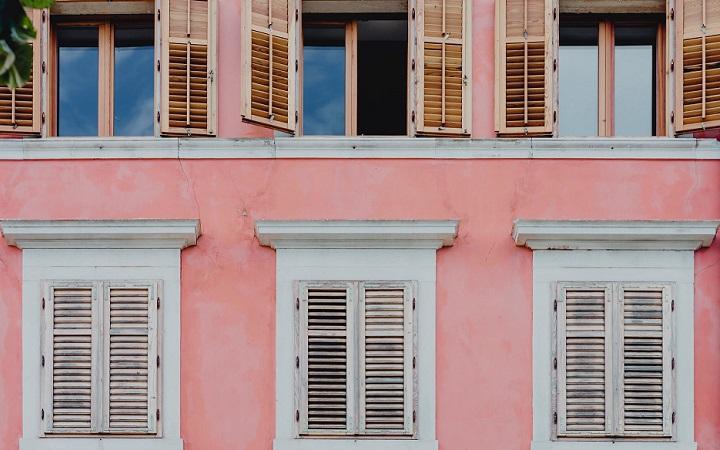 fachada-rosa
