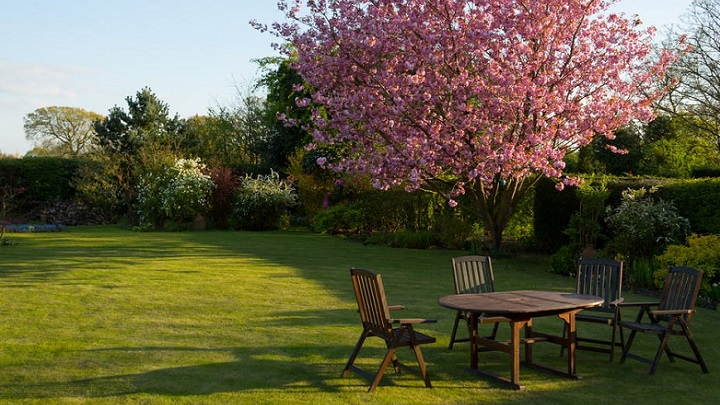 mesas-en-jardin