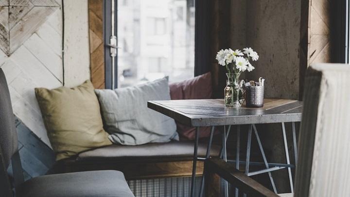 cojines-en-el-sofa