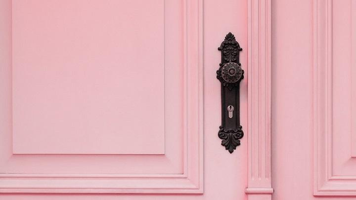 puerta-de-color-rosa