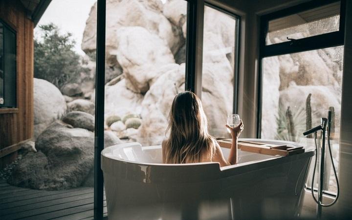 ventana-panoramica-en-bano