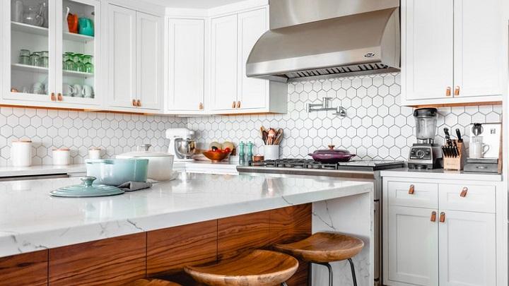 cocina-amueblada-en-blanco