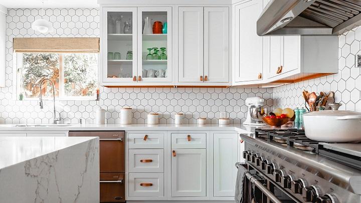 cocina-decorada-en-blanco