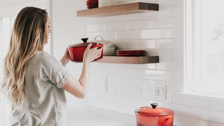 estanterias-de-madera-en-cocina