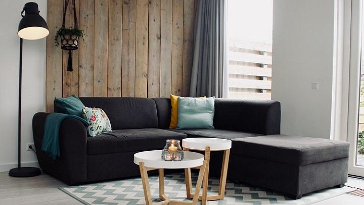 laminas-de-madera-detras-del-sofa