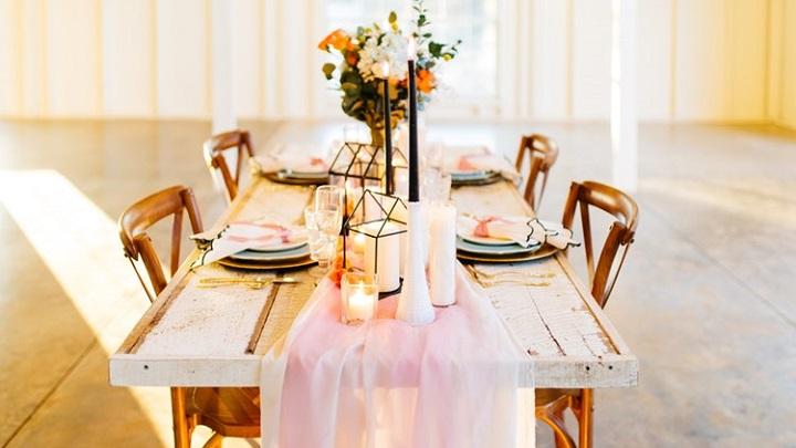 mesa-con-velas-y-flores