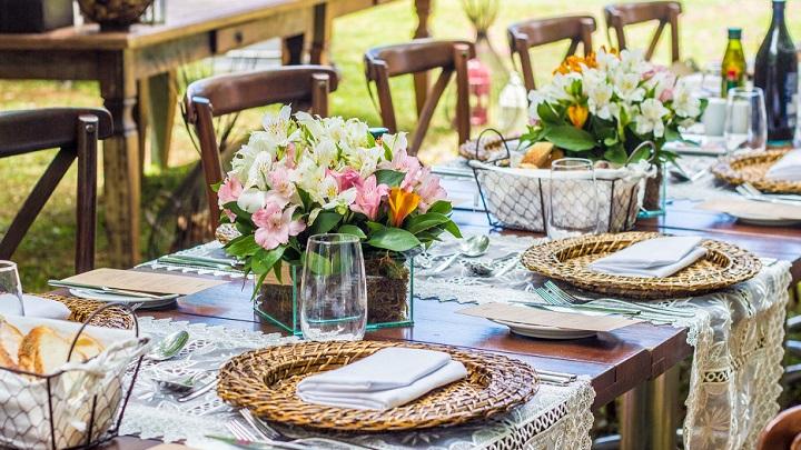 mesa-en-el-jardin
