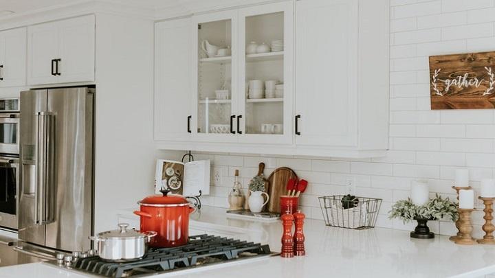 mueble-de-color-blanco-en-la-cocina