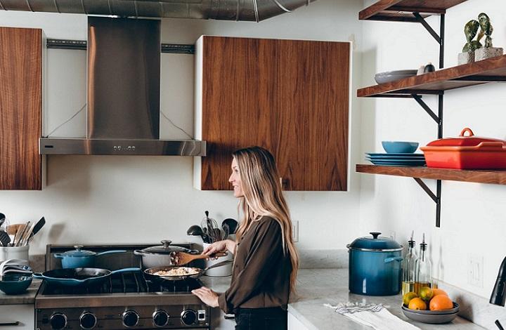 muebles-de-madera-situados-en-la-cocina