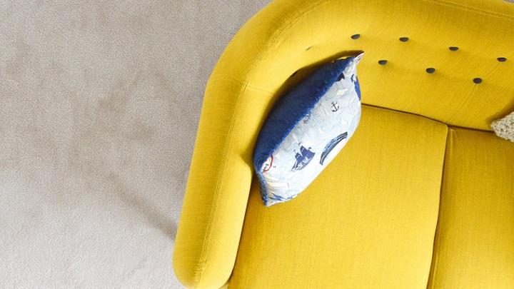 sofa-de-color-amarillo