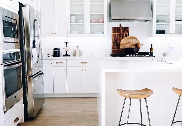 cocina-blanca-con-barra