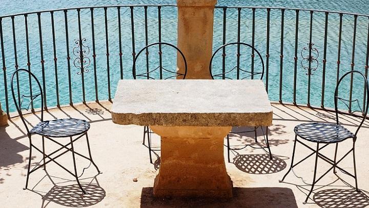 sillas-en-la-terraza