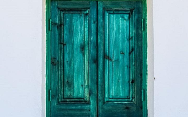 ventana-de-madera-verde