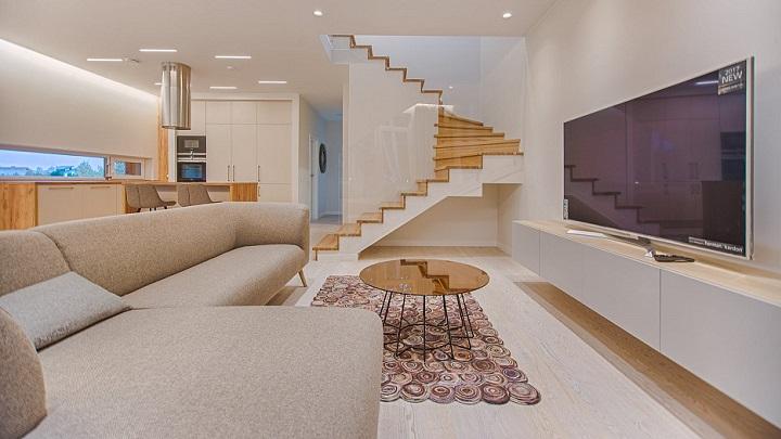 escaleras-situadas-en-el-salon