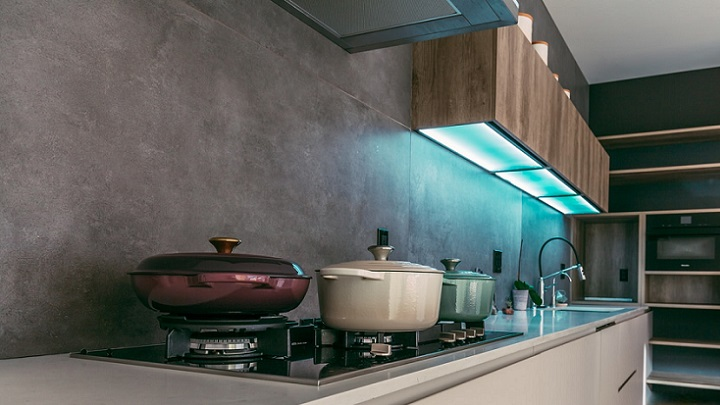 iluminacion-bajo-los-muebles-de-la-cocina