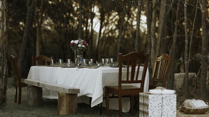 mesa-en-el-bosque